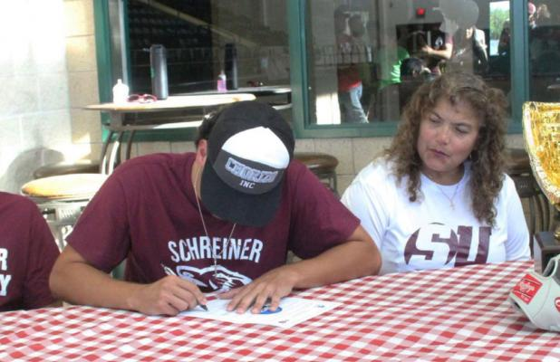 Gerardo Palacios signs a letter of intent to play baseball at Schreiner University. The student/athlete will play in the middle infield and study physical therapy at the university this fall. Photo by Jean Hayworth